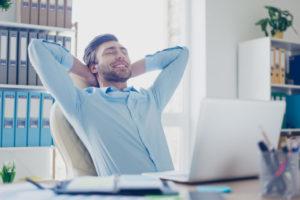 mand afhjælper stress ved at sige pyt